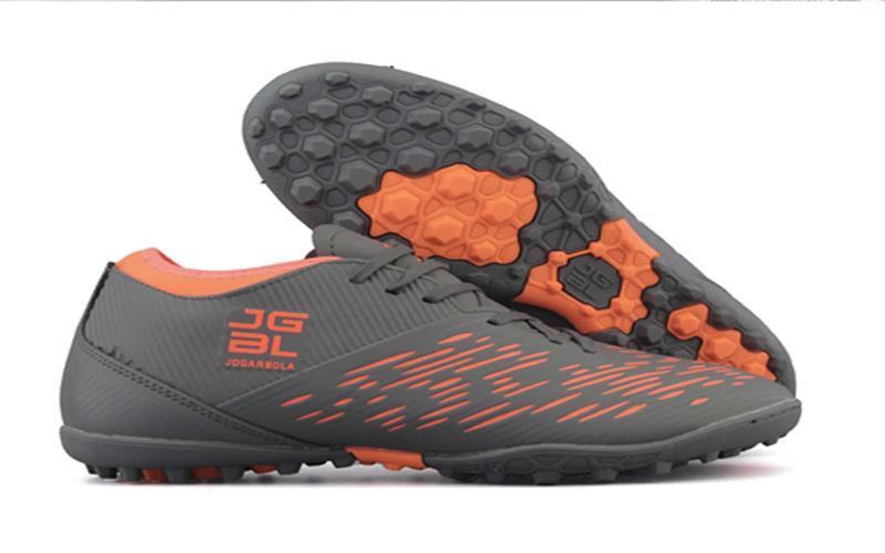 Kinh doanh giày đá bóng là ngành hàng khá hot hiện nay
